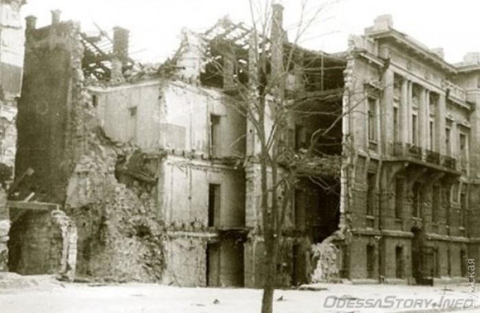 Здание одесского управления НКВД на Маразлиевской сразу после взрыва в 1941 году. Сейчас на его месте колледж техфлота