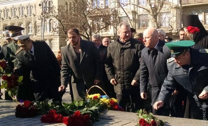Владимир Кулаков - третий справа