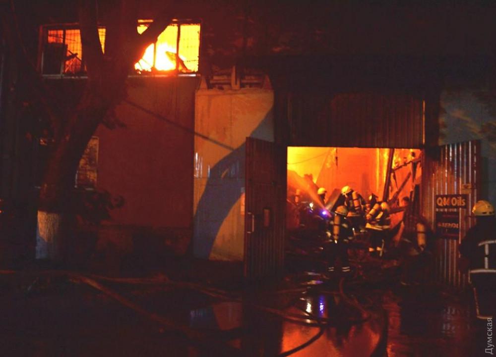 На одесском СТО взорвался газовый баллон. Пострадали пожарные