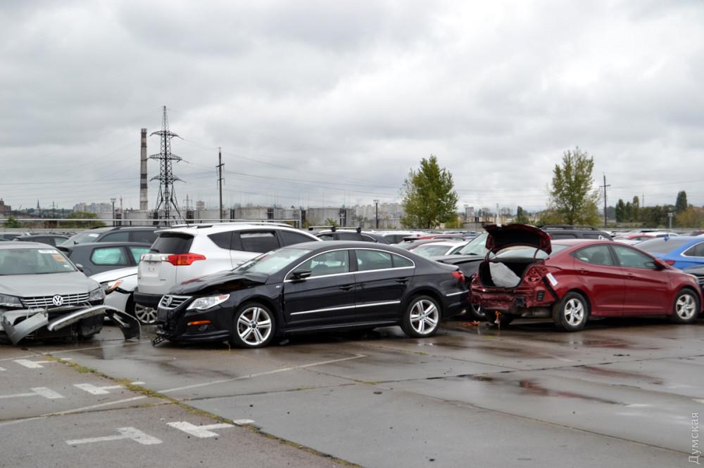 Одесский «автохаб» по растаможке б/ушных авто переполнен битыми машинами из США