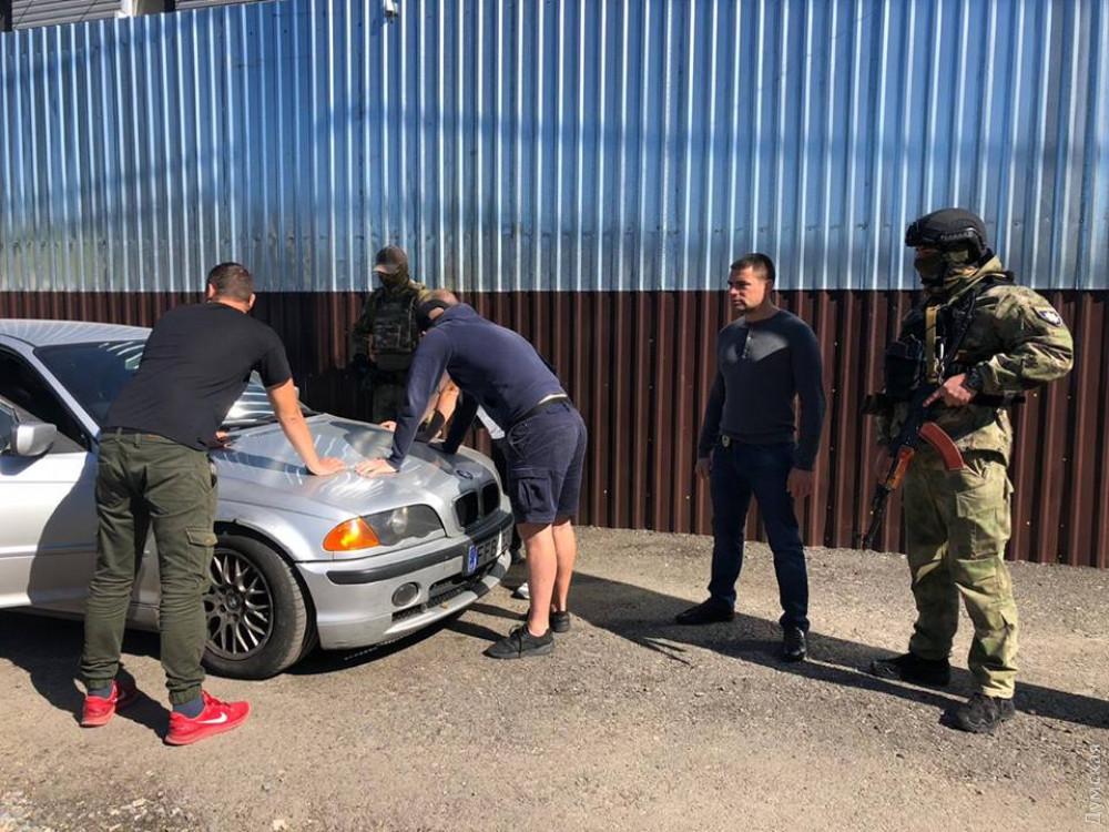 В одесском отеле задержали 25 вооруженных мужчин