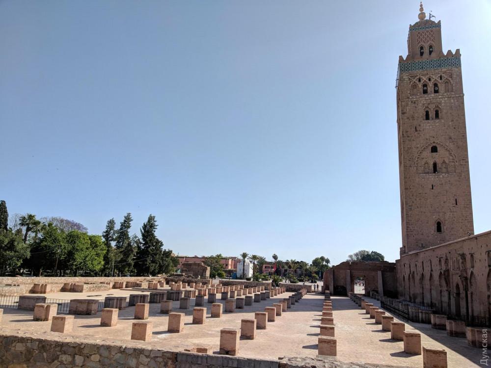 Из-за ошибки строителей мечеть пришлось строить заново. От первой постройки остался только фундамент
