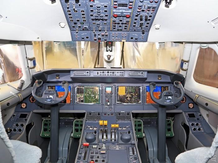 Кабина Ан-132D. Все дисплеи еще под пленкой.