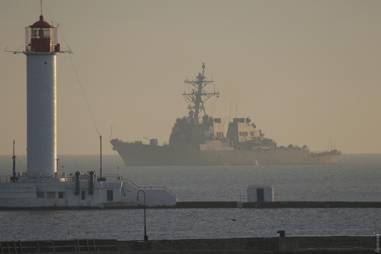 Ракетный эсминец США прибыл вОдессу