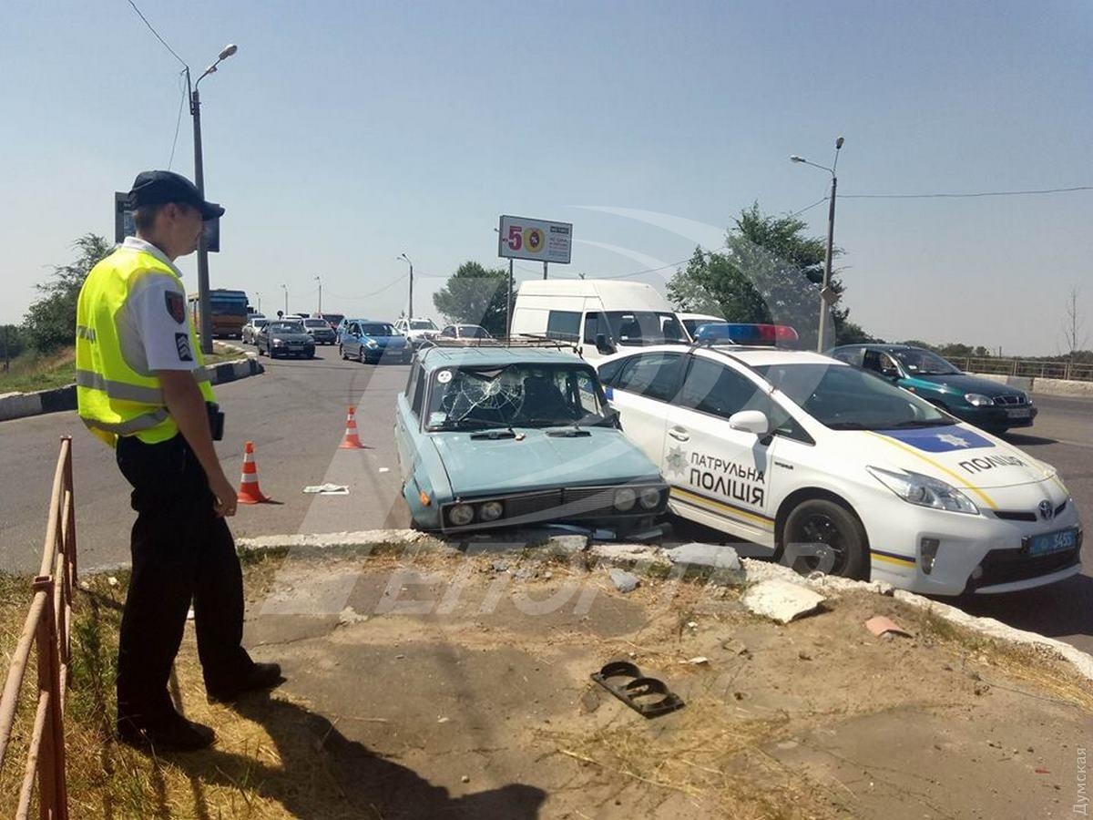Под Одессой нетрезвый шофёр «Жигулей» протаранил машину патрульной милиции