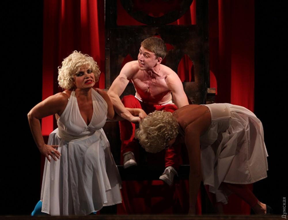 Сексуальные сцены в театре