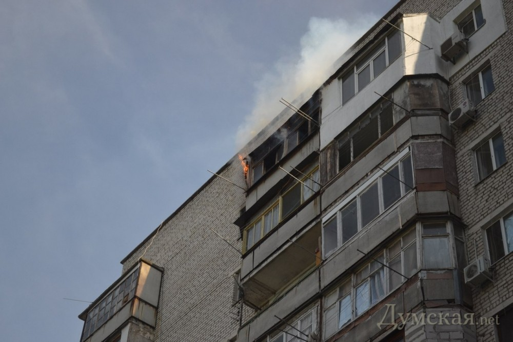 На одесском поскоте горит 16-этажка - в городе.