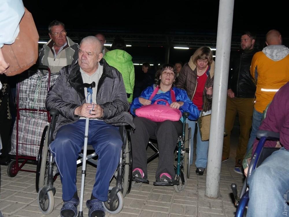 Переселенцы сДонбасса вынужденно покидают пансионат вОдесской области