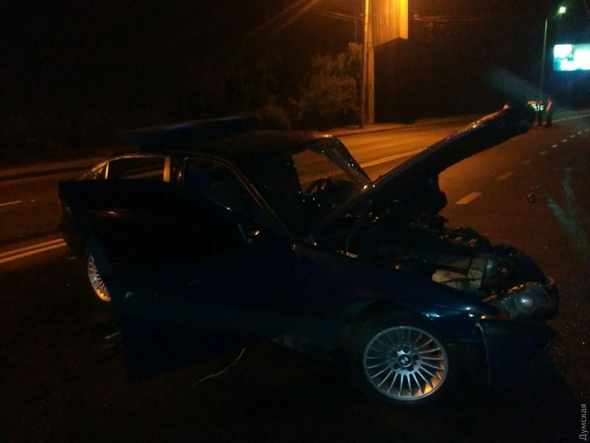 ДТП вОдессе: спасателям довелось вырезать водителя изавто