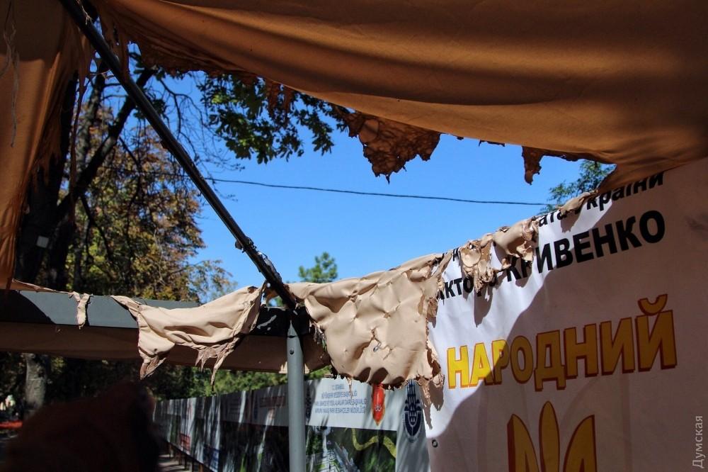 НаДумской площади неизвестные сожгли палатку активистов
