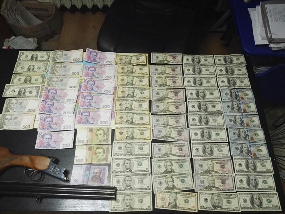 СБУ задержала рабочего одесской милиции, продававшего разрешения на«травматы»