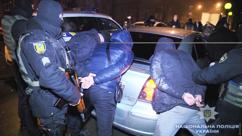 ВОдессе милиция задержала 3-х граждан России, угрожавших прохожему ножом