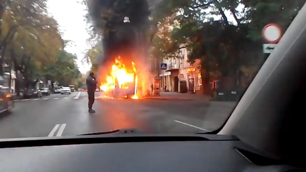 ВОдессе уздания СБУ сгорел автобус