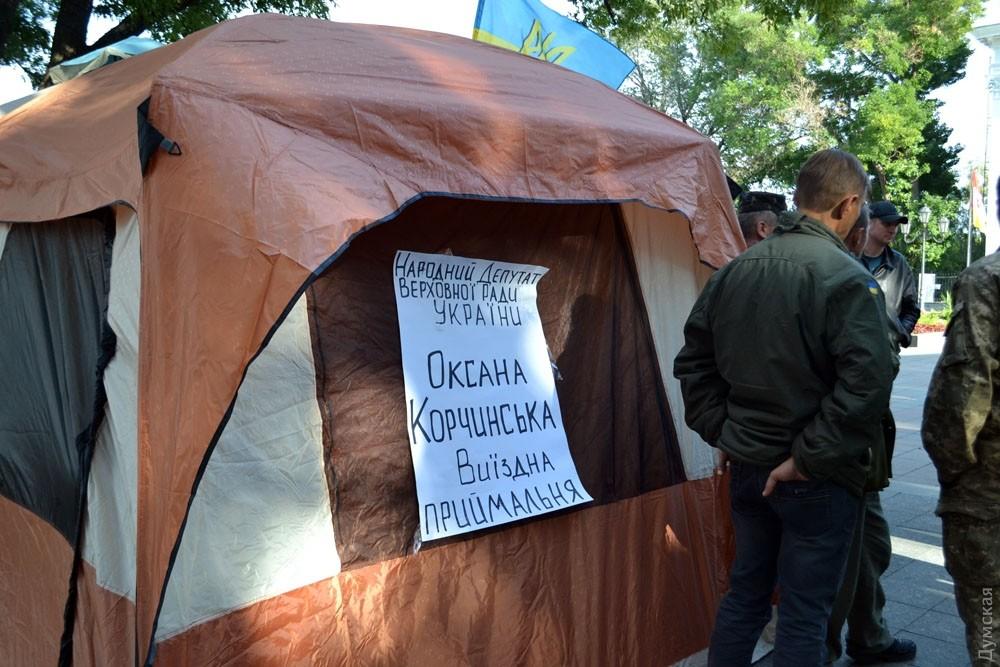 НаДумской площади возникла новая палатка