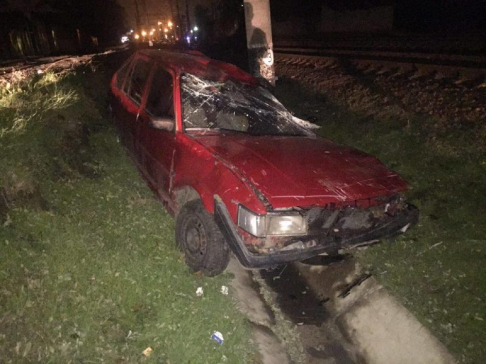 ВОдессе поезд протаранил автомобиль