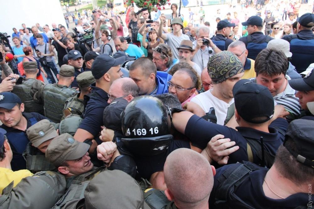 УОдесского горсовета произошла драка, пущен газ