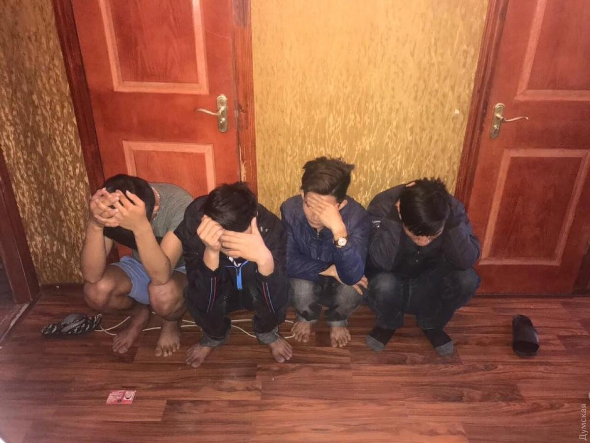 Одесские полицейские задержали вьетнамца, помогавшего своим землякам нелегально идти встраныЕС