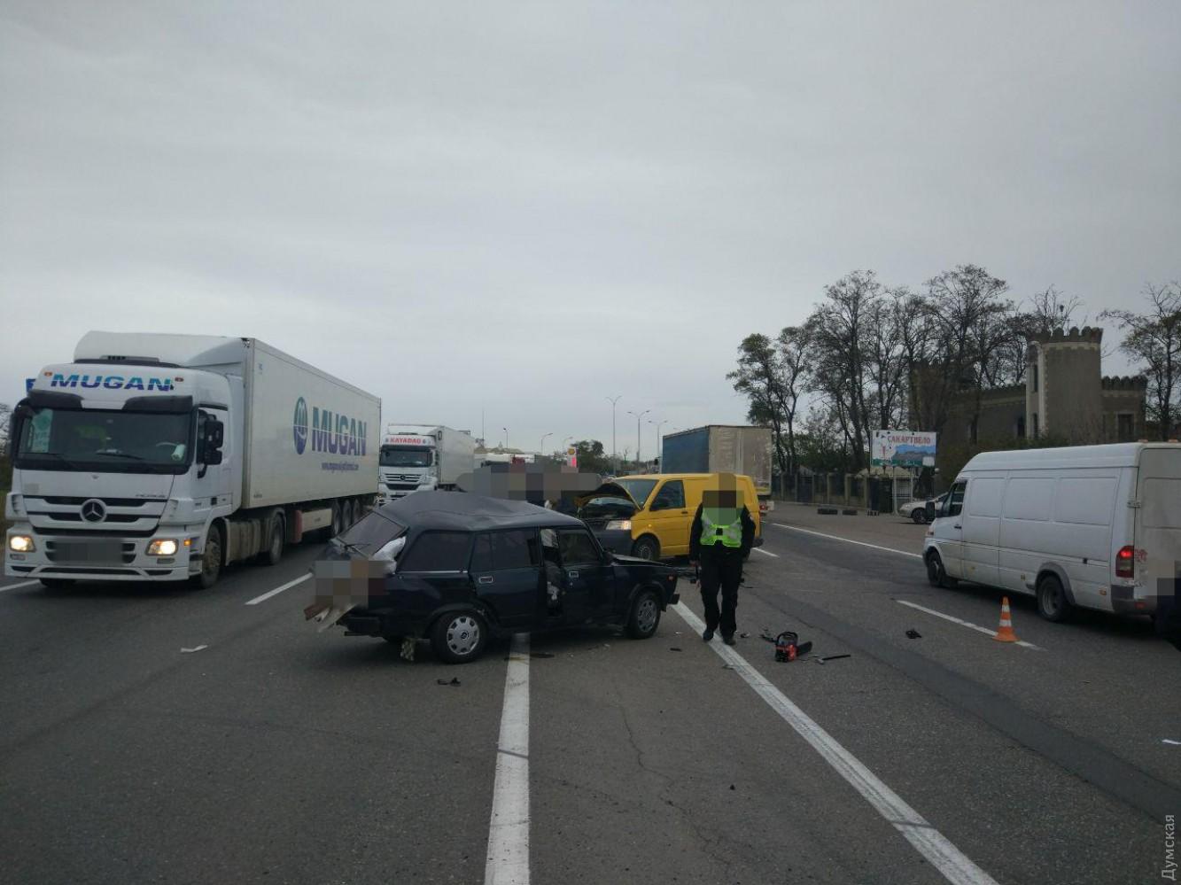 ВОдесской области «Жигули» столкнулись смикроавтобусом: один человек умер