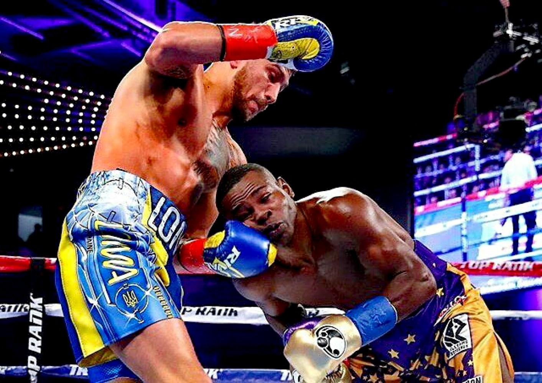 Украинец Ломаченко защитил пояс WBO вбою против кубинца Ригондо