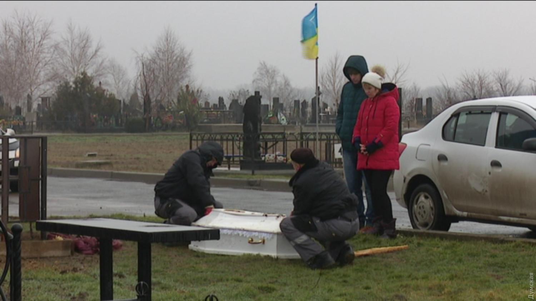 ВОдессе провели эксгумацию тел погибших влагере «Виктория» детей
