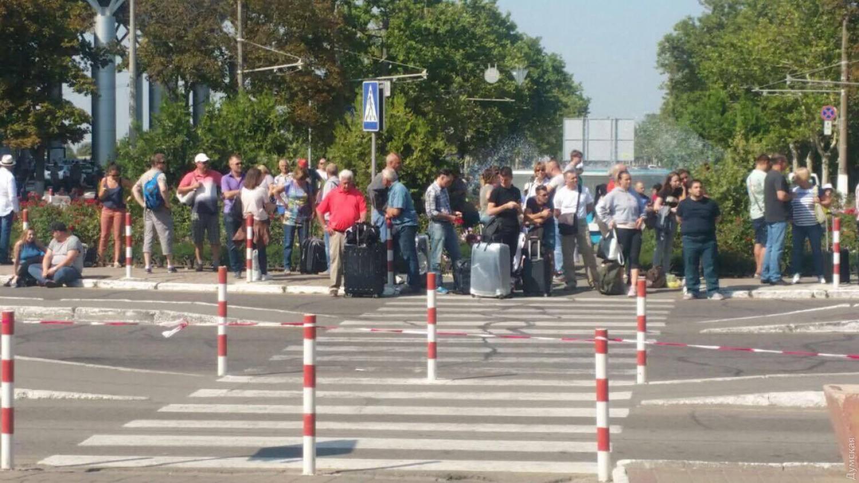 Изодесского аэропорта были эвакуированы сотни пассажиров из-за «минирования»