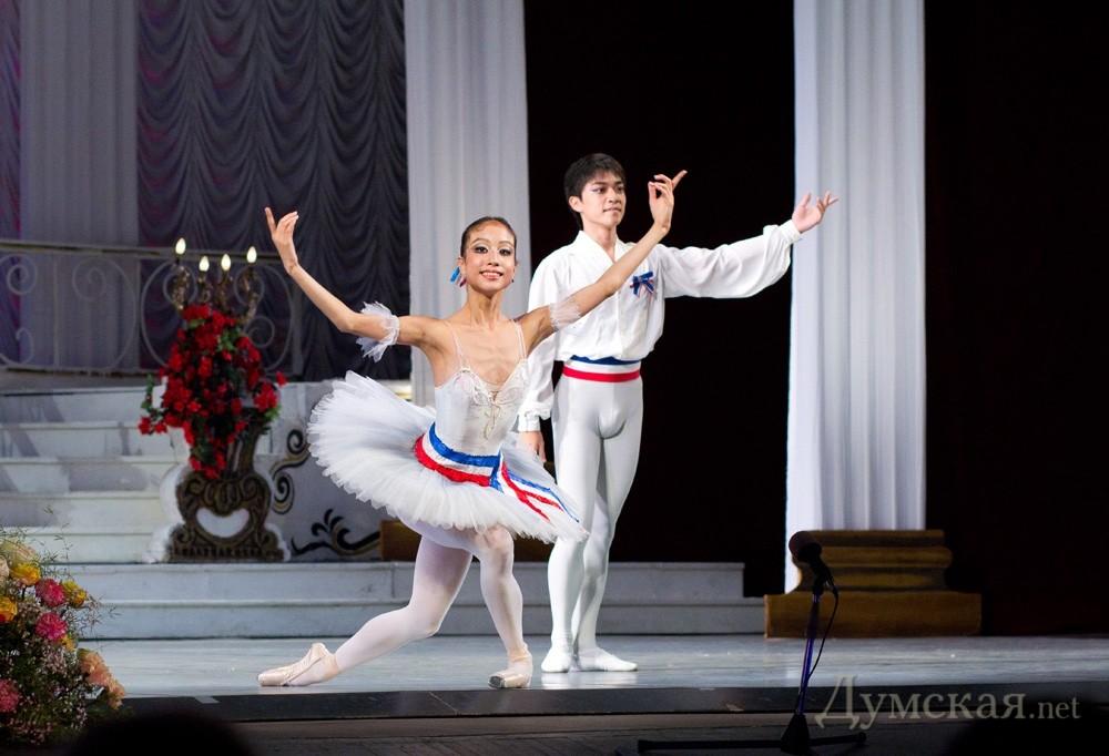 Какая зарплата у артистов балета в одессе