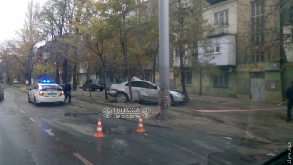Автомобиль врезался встолб— есть жертвы 7