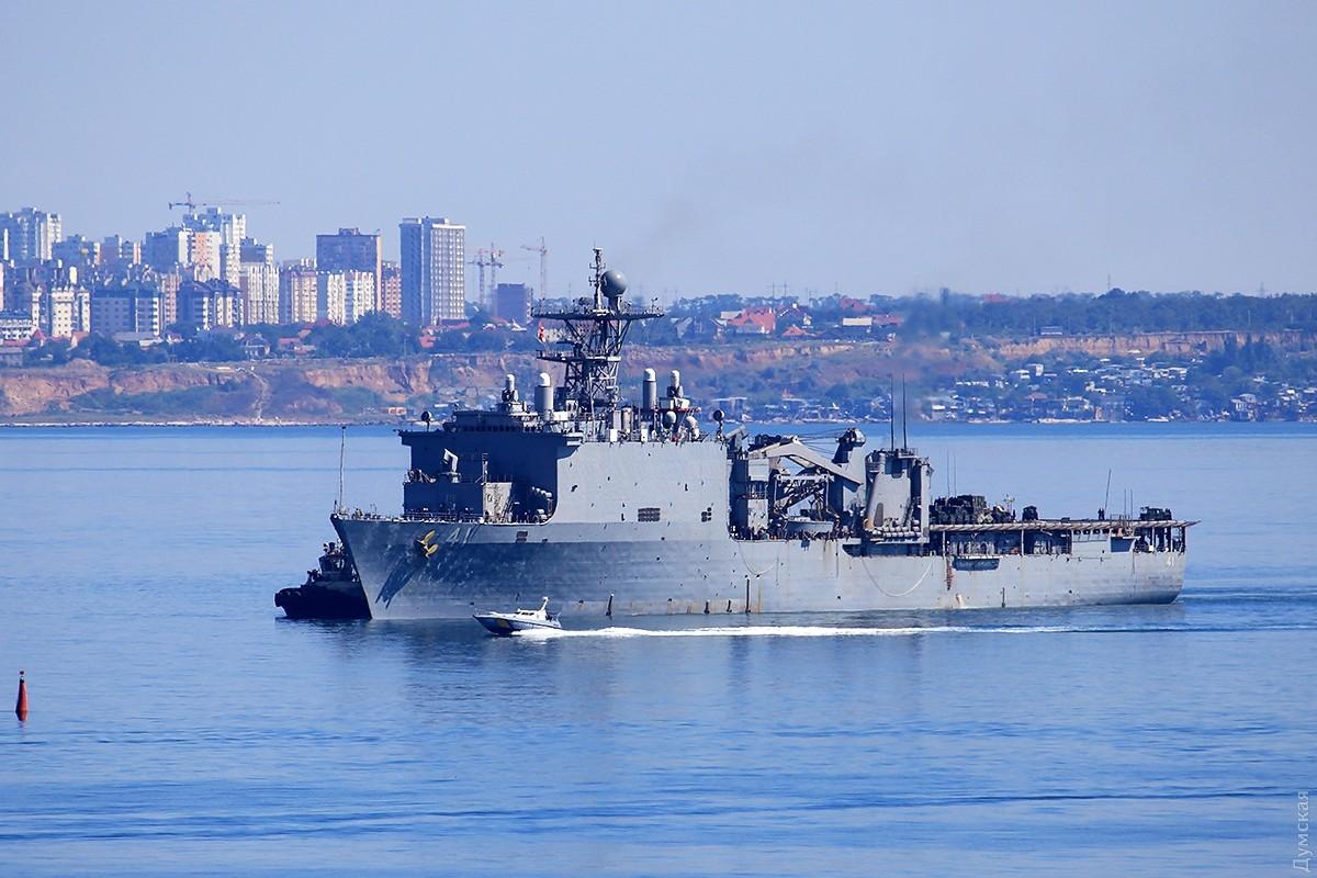 Десантный корабль американских ВМС вошел вакваторию Черного моря