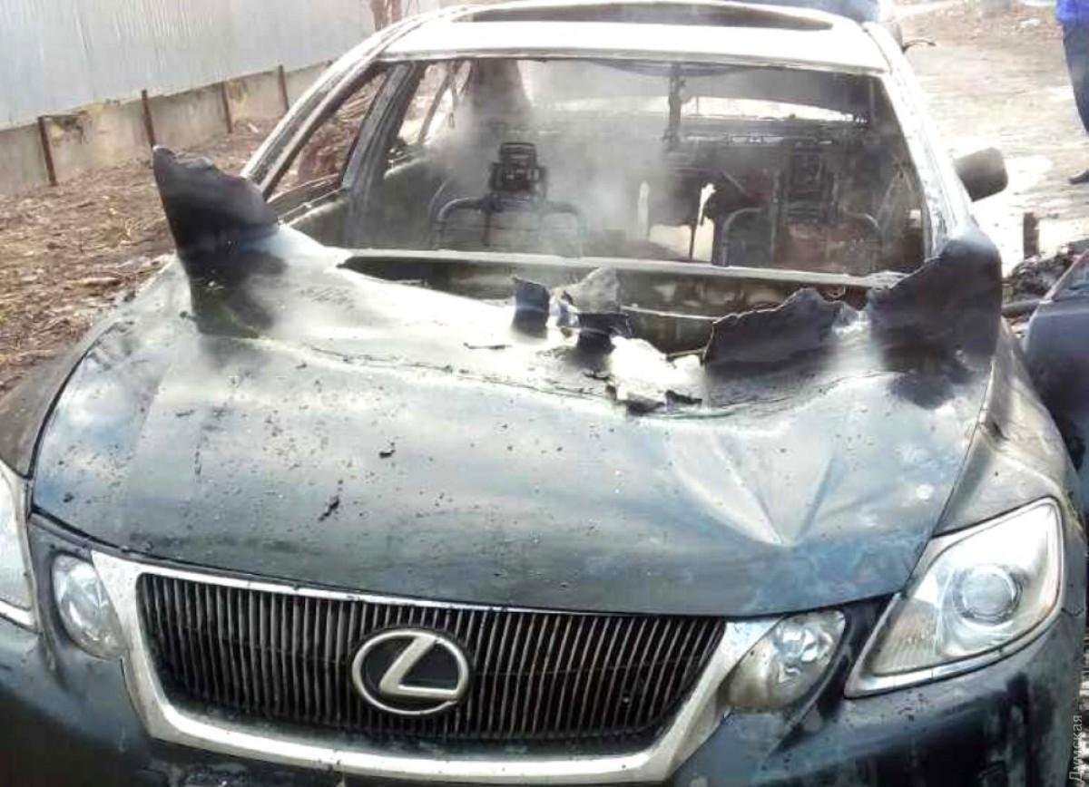 ВОдессе всгоревшем автомобиле обнаружили мужское тело