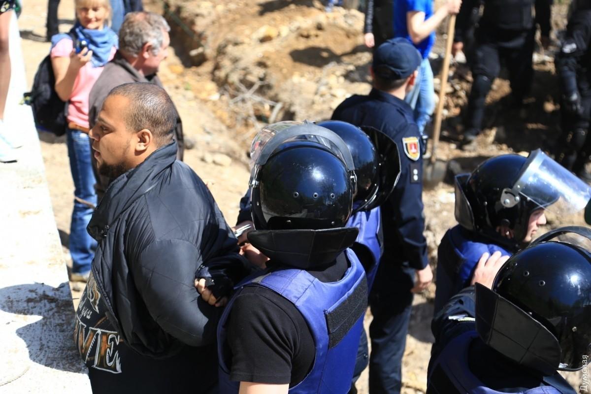 ВОдессе активисты, выступающие против застройки берега, устроили драку