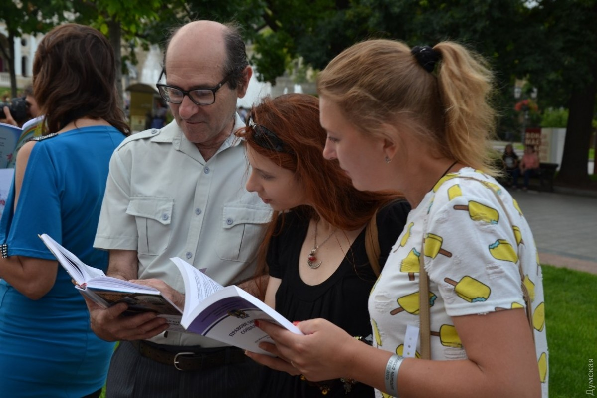 ВОдессе сотни человек одновременно читали Бабеля на различных  языках