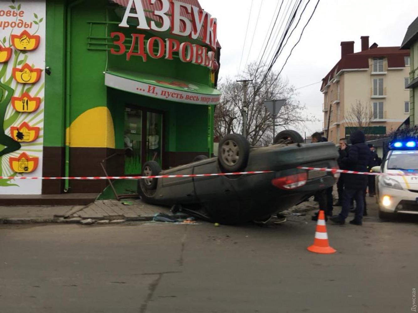 Наодесском Фонтане перевернулся автомобиль с«вором взаконе»