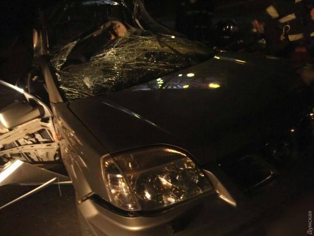 Выкрутасы: ВОдессе разбился мотоциклист спассажиром