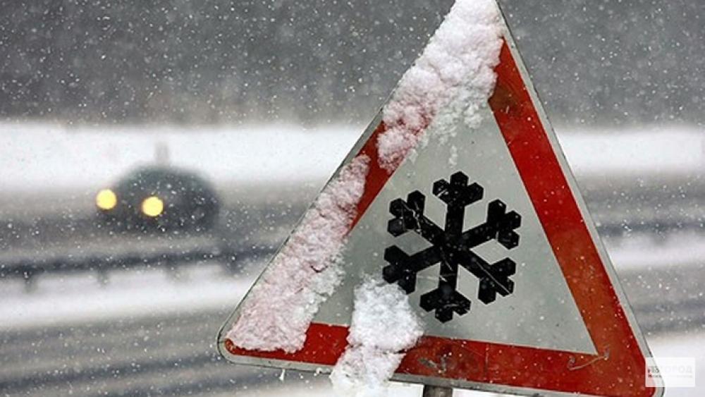 За сутки из снежных заносов вытащили 6 машин