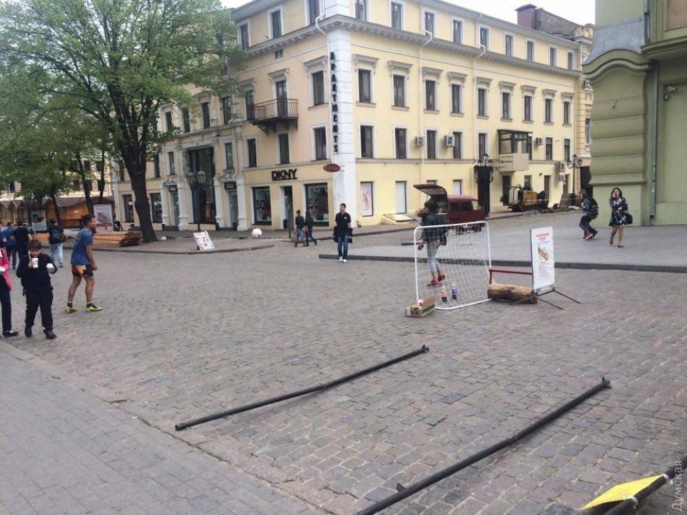 Люди занимаются сексом прямо посреди улицы фото фото 721-351