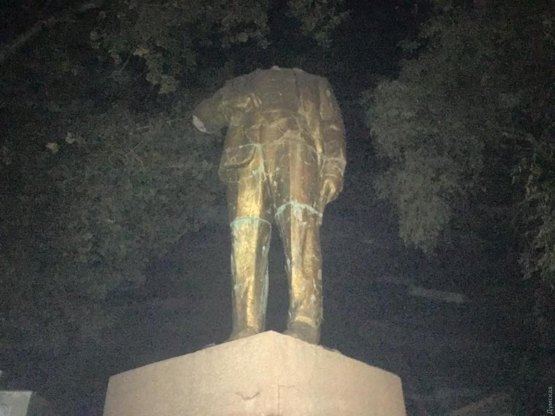 ВОдесской области демонтировали обезглавленные монументы вождям пролетариата