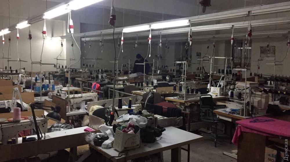 Правоохранители устранили вОдессе еще 3 подпольных цеха попошиву брендовой одежды