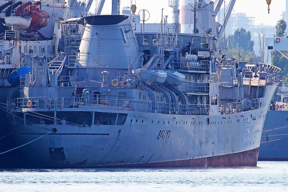Украинцы распили «Донбасс» из Крыма на металлолом