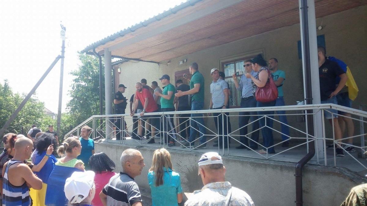 ВОдесской области активисты забросали суд коктейлями Молотова