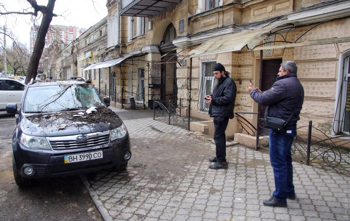 Ночью вОдессе рухнул балкон дома наулице Базарной