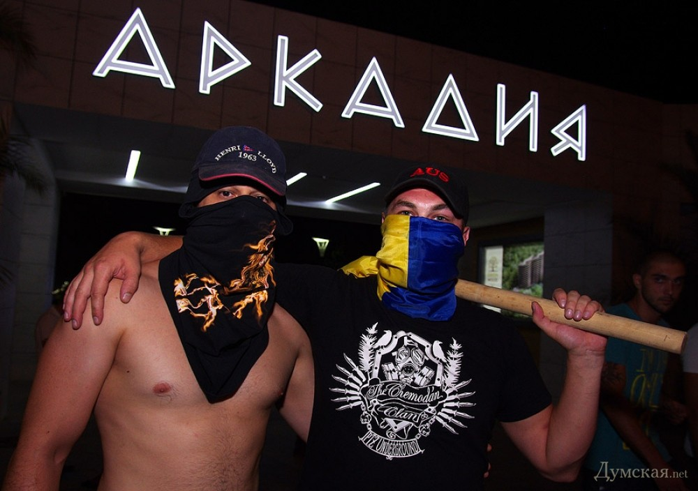 Аркадия: «евромайдановцы» разошлись, напоследок забросав ...: http://dumskaya.net/news/arkadiya-evromajdanovcy-razoshlis-naposledok-zab-037967/