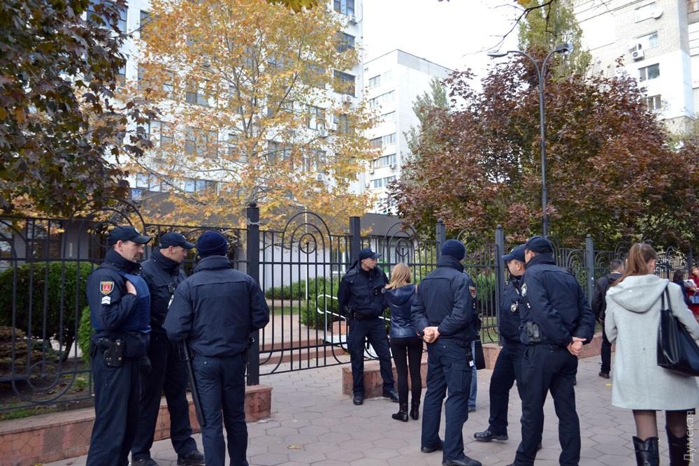 Правоохранители проверяют информацию озаминировании Апелляционного суда вОдессе
