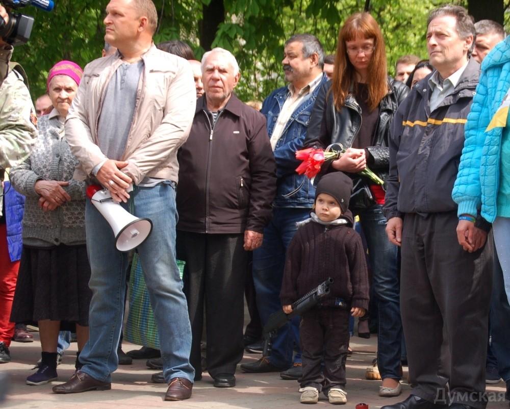 Руководители Одессы возложили цветы на место, где 2 мая 2014 года первыми погибли от пуль пророссийских боевиков активисты Майдана Игорь Иванов и Андрей Бирюков - Цензор.НЕТ 8789