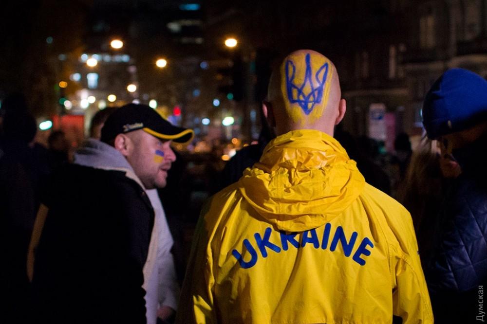 Фанаты прошлись маршем Одессой перед битвой Украина-Финляндия