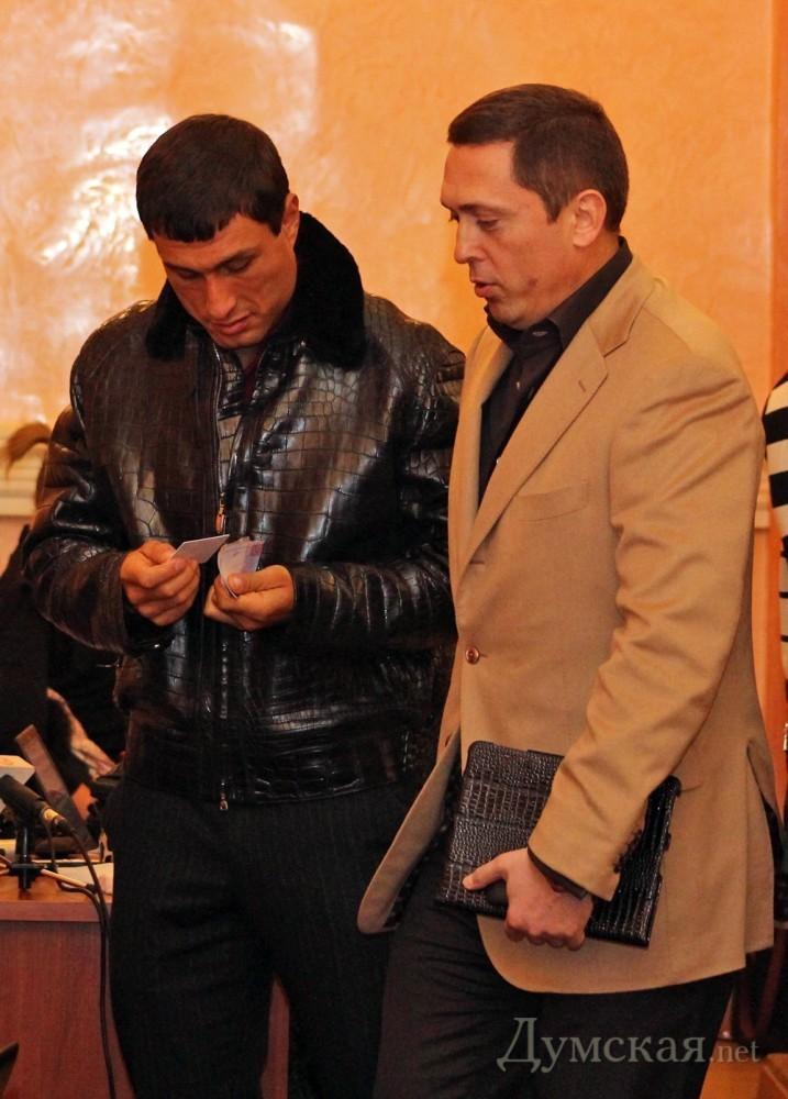 """Напомним, уроженец Одесской области Александр Дубовой ( """"Батькивщина """") появился в куртке из крокодиловой кожи на..."""