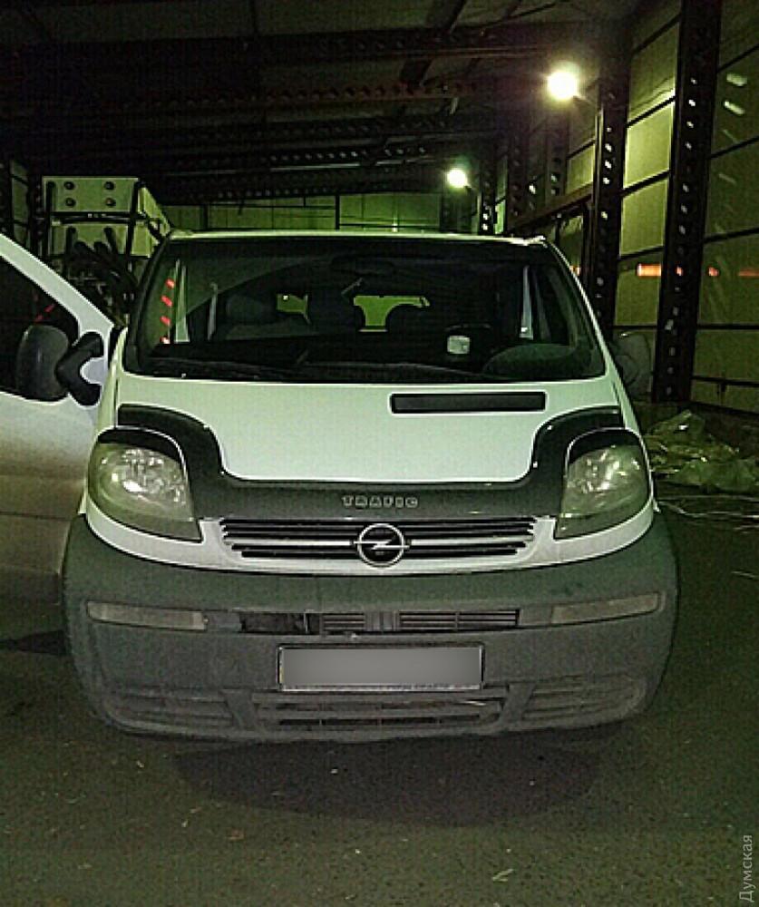 ВОдесской области таможенники задержали микроавтобус сянтарем