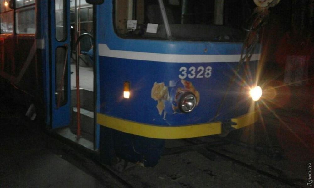 Мужчина умер под колёсами трамвая наНиколаевской дороге