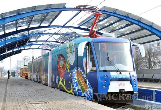 Сочлененный трамвай с частично