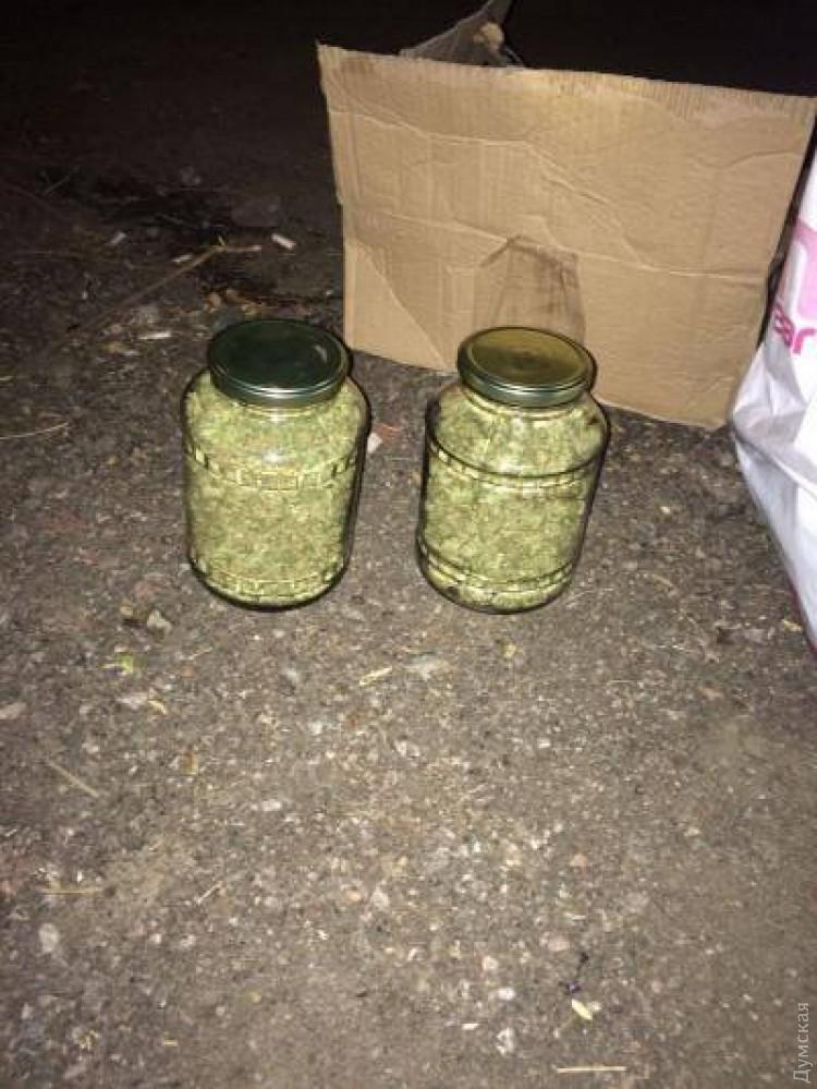 Банка с марихуаной как замочить конопляные семена
