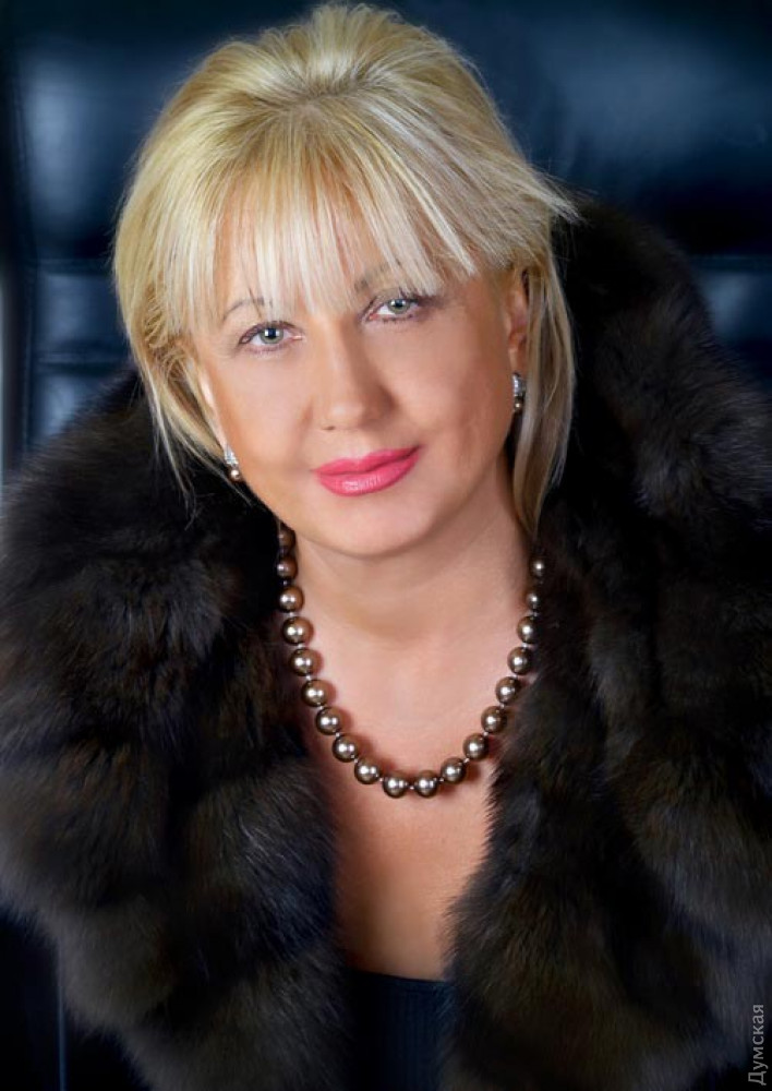 Ольга Неверко - бывший директор киностудии. Владеет всеми имущественными правами на фильмы предприятия, созданными с 1955 года